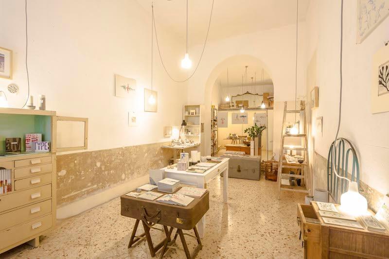 Edizioni Precarie è un laboratorio sperimentale di arte e grafica