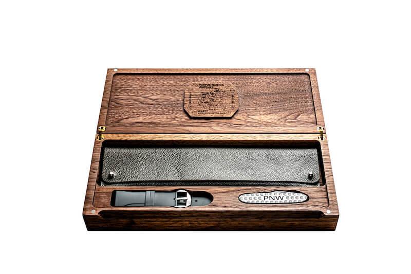 La personalizzazione degli orologi di Portus Naonis Watches arriva persino alla scatola