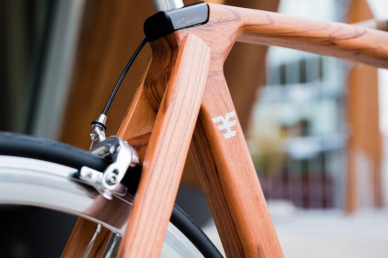 Bicicletta col telaio in legno Carrerbikes