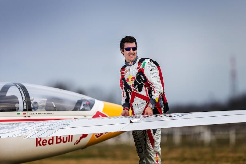 Luca Bertossio campione aliante acrobatico