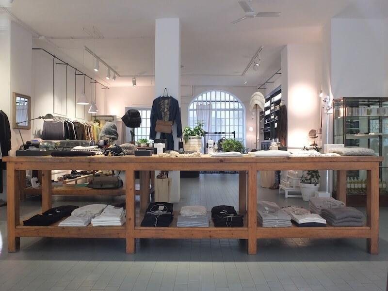 Bagni Paloma offre un'accurata selezione di capi d'abbigliamento e oggetti provenienti da tutto i mondo